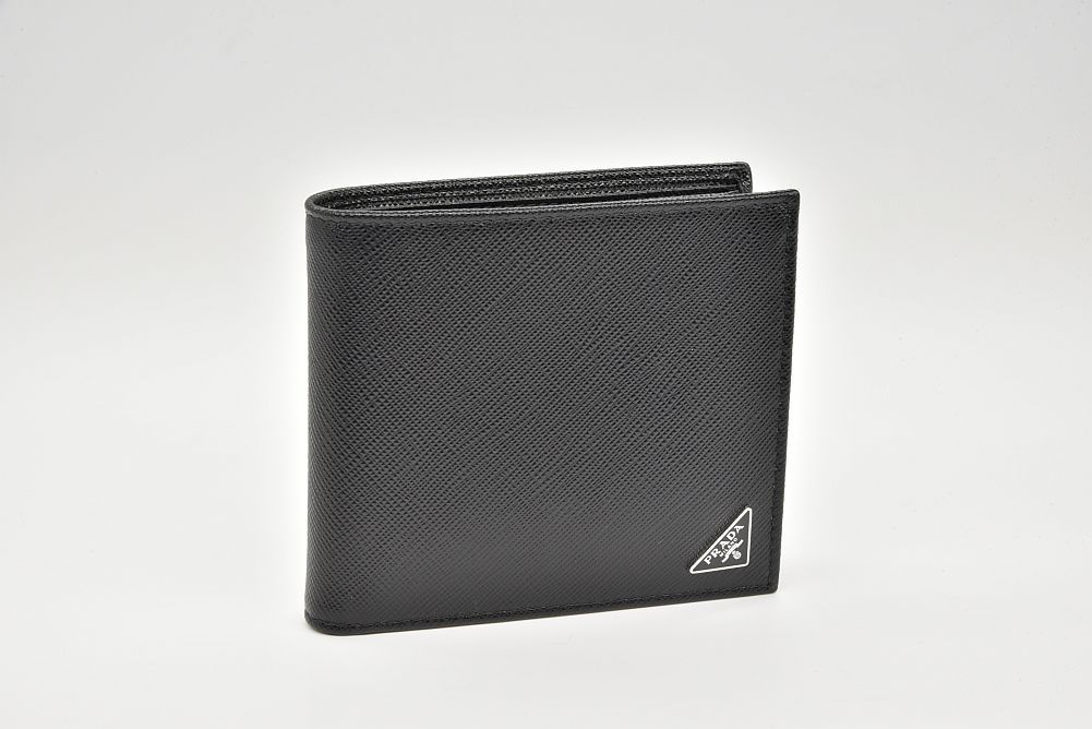 プラダ SAFFIANO サフィアーノ レザー トライアングルロゴ 二つ折り財布 ブラック 2MO738【新品】