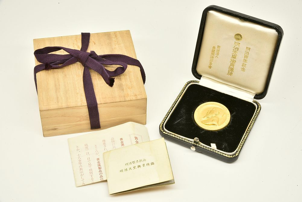 明治百年記念 明治天皇 御肖像牌 K24 純金 記念メダル 60g 桐箱付 専用ケース付
