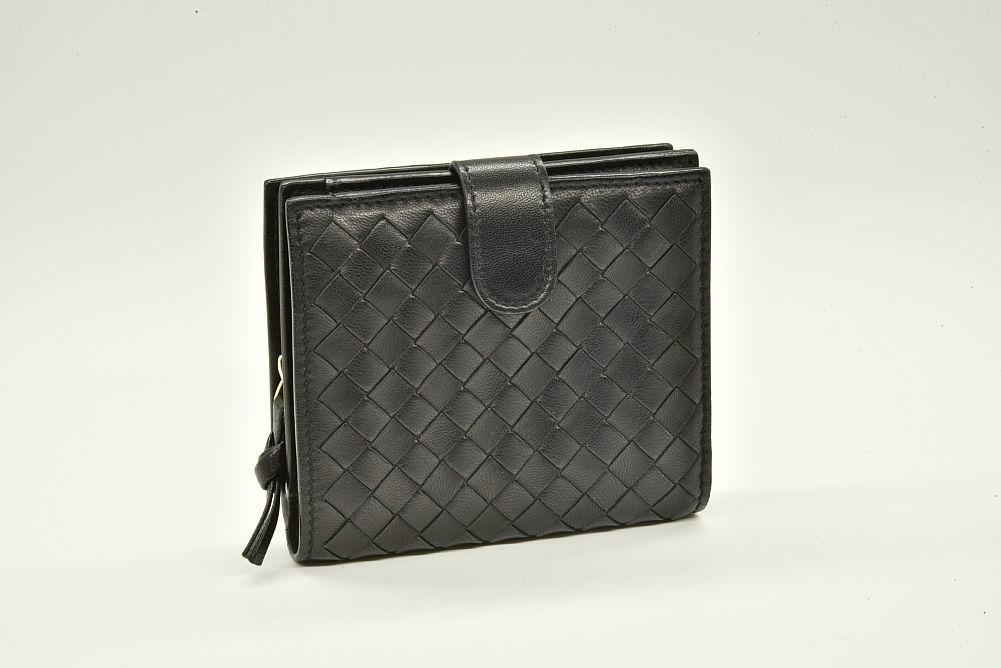 ボッテガヴェネタ イントレチャート 二つ折り財布 ネロ ブラック 121059