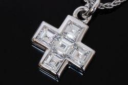 ブルガリ スクエア ダイヤモンド クロス ペンダントネック K18WG ホワイトゴールド