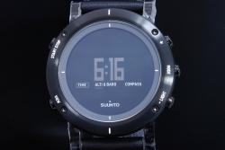 スント SUUNTO エッセンシャル カーボン SS021215000 メンズ クォーツ 電子コンパス 気圧計【国内正規・新品】
