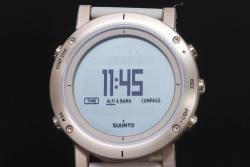 スント SUUNTO エッセンシャル ゴールド SS021214000 メンズ クォーツ 電子コンパス 気圧計【国内正規・新品】