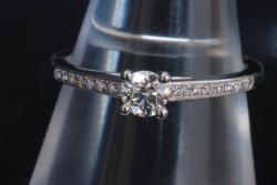デビアス ダイヤモンド リング PT950 プラチナ ダイヤ 中石約0.23ct 9.5号