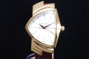 ハミルトン H24301511 ベンチュラ イエローゴールドPVD メンズ クォーツ シルバー文字盤【国内正規・新品】
