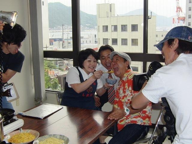 雲丹醤油の卵かけごはんを「あ~ん」と食べる高田課長