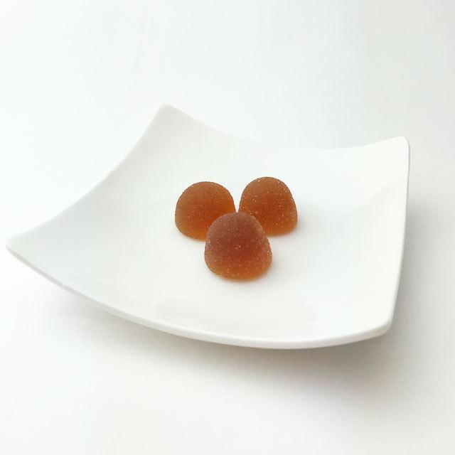 皿の上の黒酢ゼリー