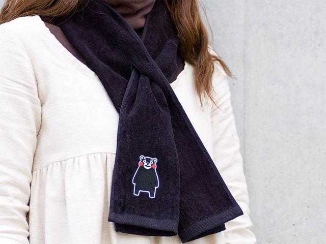 くまモングッズ ポケット付ネックタオルの使用イメージ