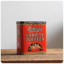 イギリス アンティーク Riley's ブリキ製 トフィー缶/お菓子缶/ティン/小物入れ/TIN【経年による風合いが素敵!】S-092