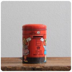 イギリス ビンテージ トフィー缶/Sharp's/ポストTIN/ティン/ブリキ/アンティーク雑貨【貯金箱になるお菓子の缶】Y-741