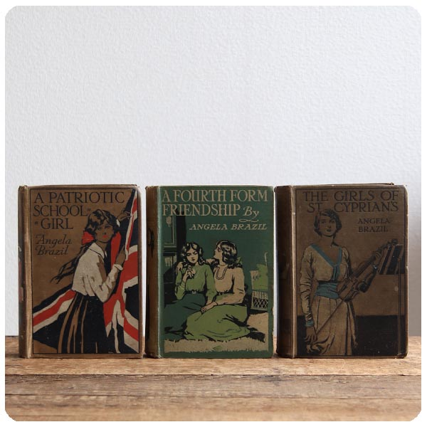イギリス アンティークブック 3冊セット/古本/古書/洋書/インテリア雑貨/書籍/ディスプレイ【The Girls of St. Cyprian's】S-447