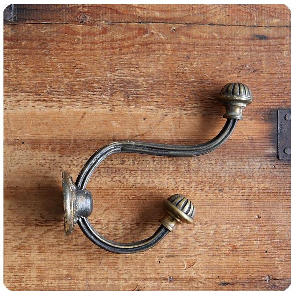 イギリス アンティーク 真鍮製フック/オールドブラス/コート/ハット/壁掛け金具/ハウスパーツ【雰囲気の良いウォールフック】S-942