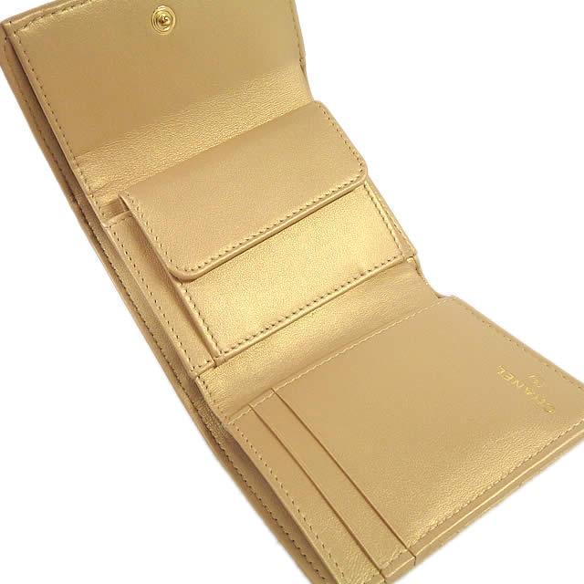 CHANEL シャネル マトラッセ アイコニック プリント コインケース付 三つ折 コンパクト財布