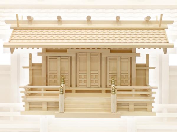 シンプルで豪華な瓦屋根の神棚・白山瓦屋根通し三社・中(木曽ひのき)