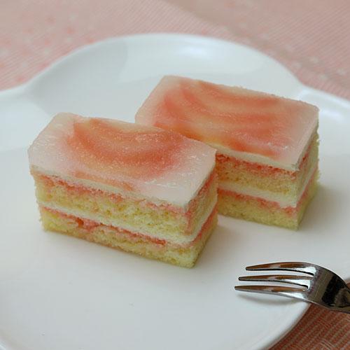 フリーカットケーキ 桃のムースケーキ1