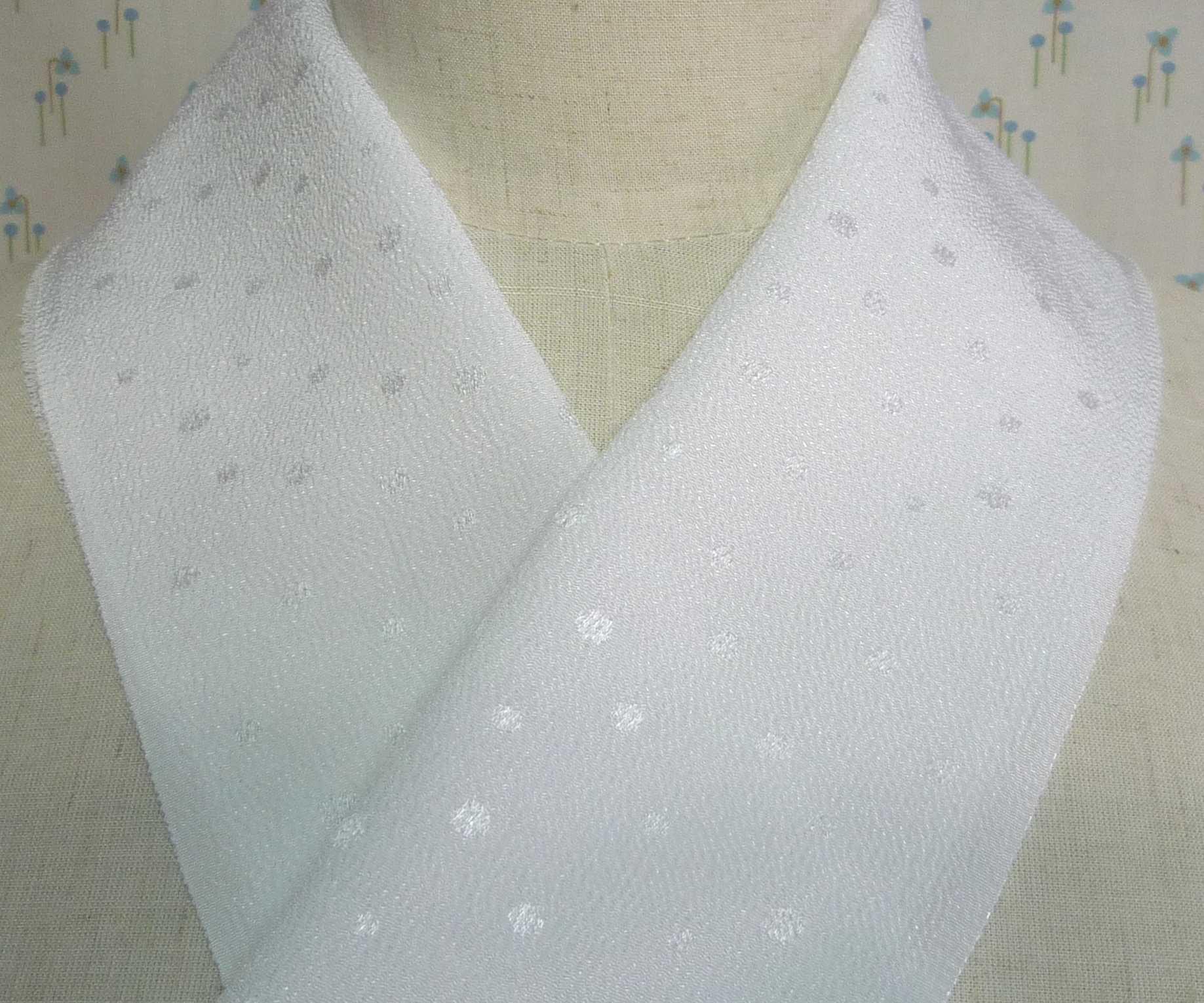 縮緬の風合いと水玉のコラボがほっこり♪【正規品】小シボ縮緬・水玉半衿