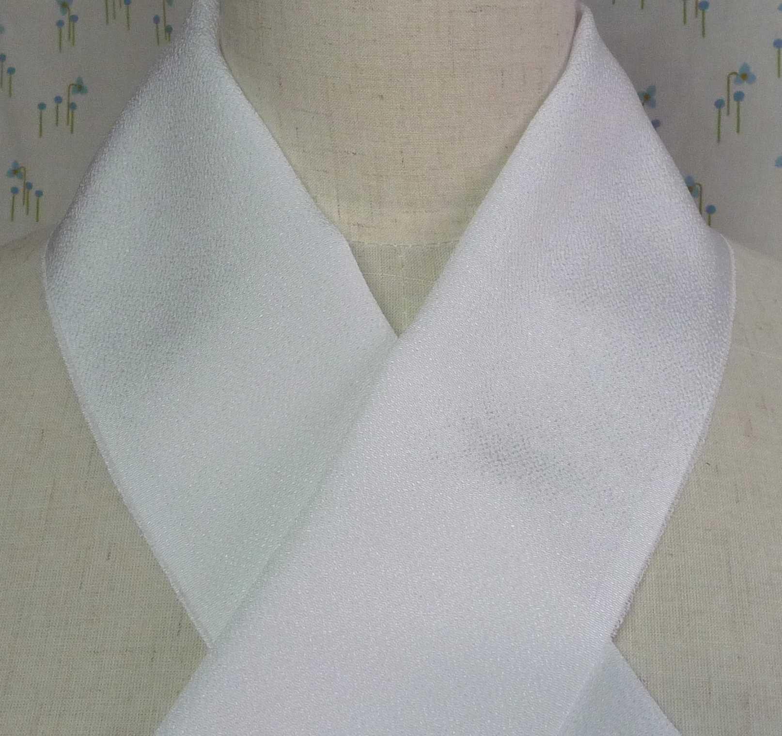 絹100% 小さな縮緬シボの半襟 【アウトレット半額!】 正絹半衿