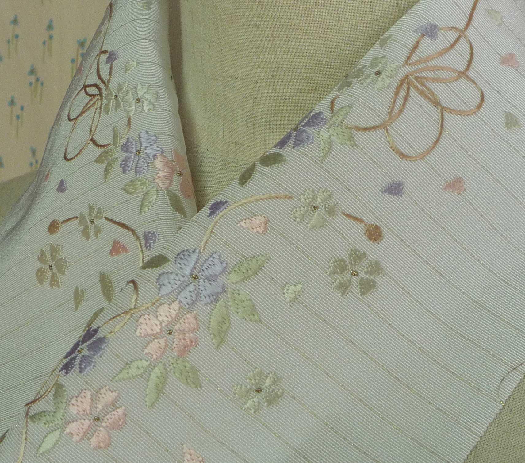 手刺繍半襟・花吹雪に紐・金段正絹半衿生地【正規品】