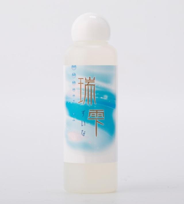 限りなく自然秋にある成分を使用した化粧水「瑞雫(ずいな)」